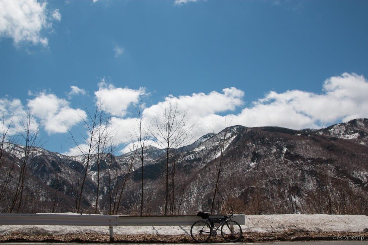 青空とロードバイク
