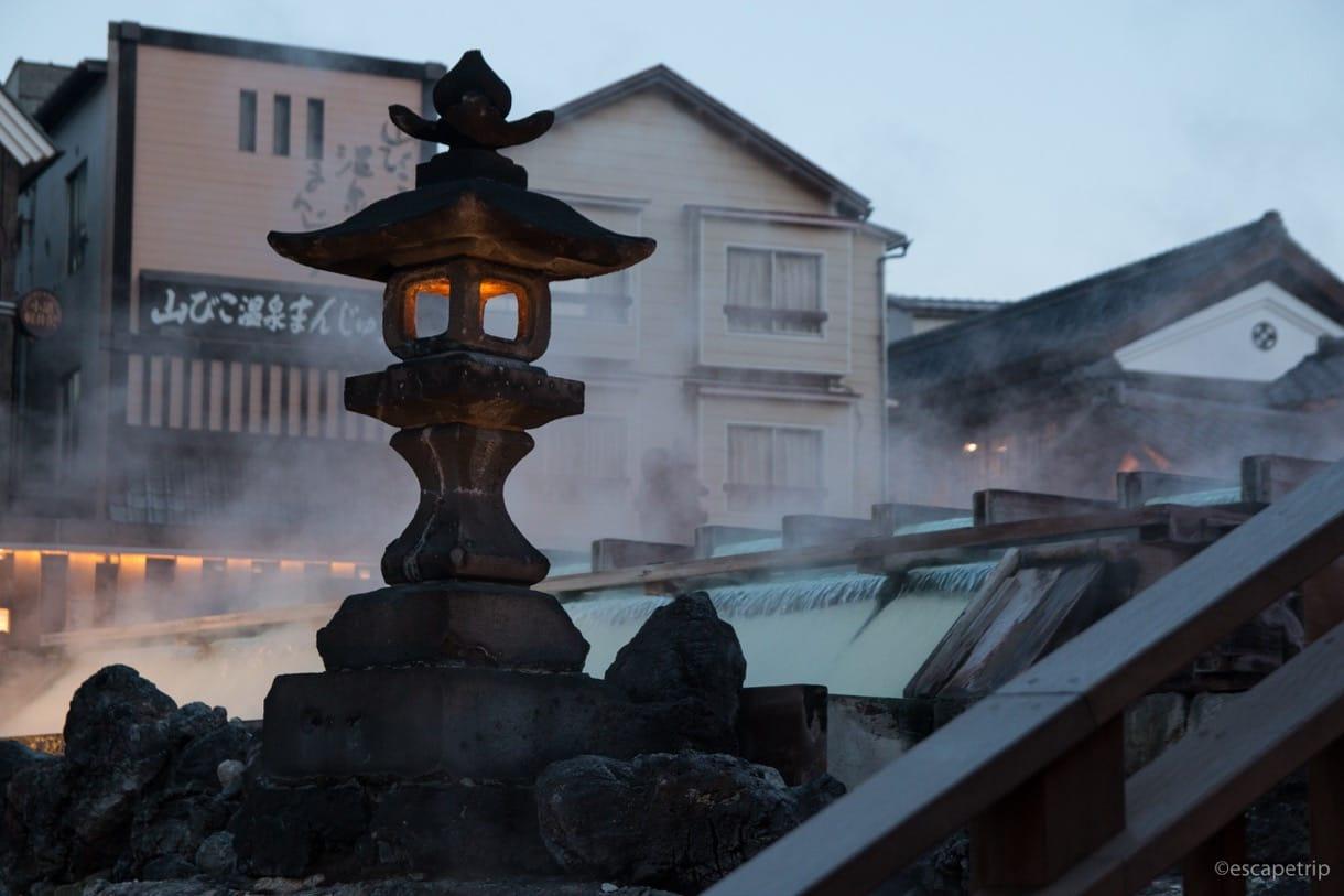 草津温泉の湯畑の灯籠