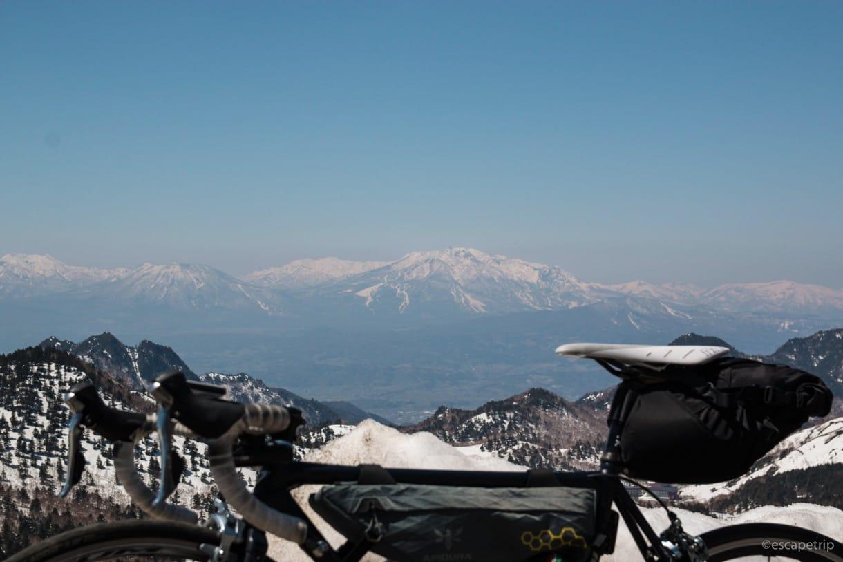 ロードバイクと山