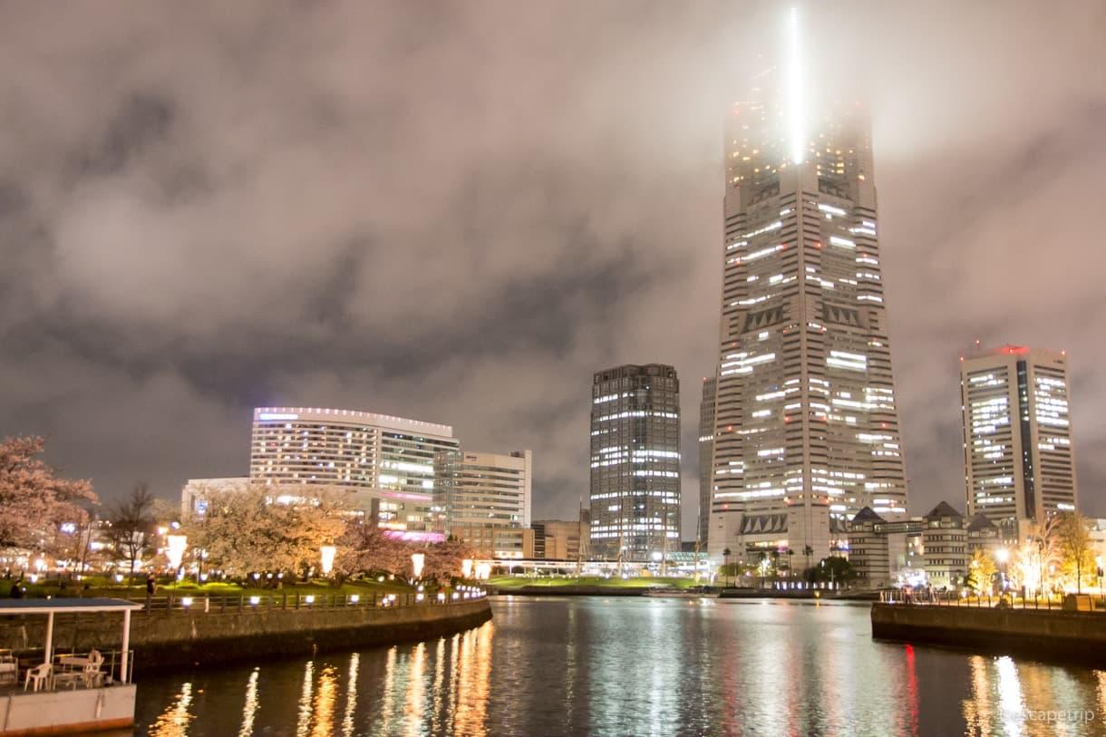 雲に隠れてた横浜ランドマークタワー