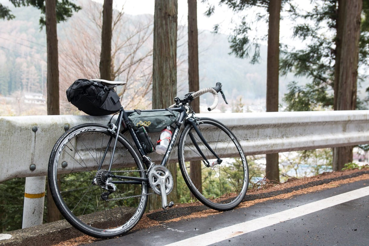 ロードバイクと荷物