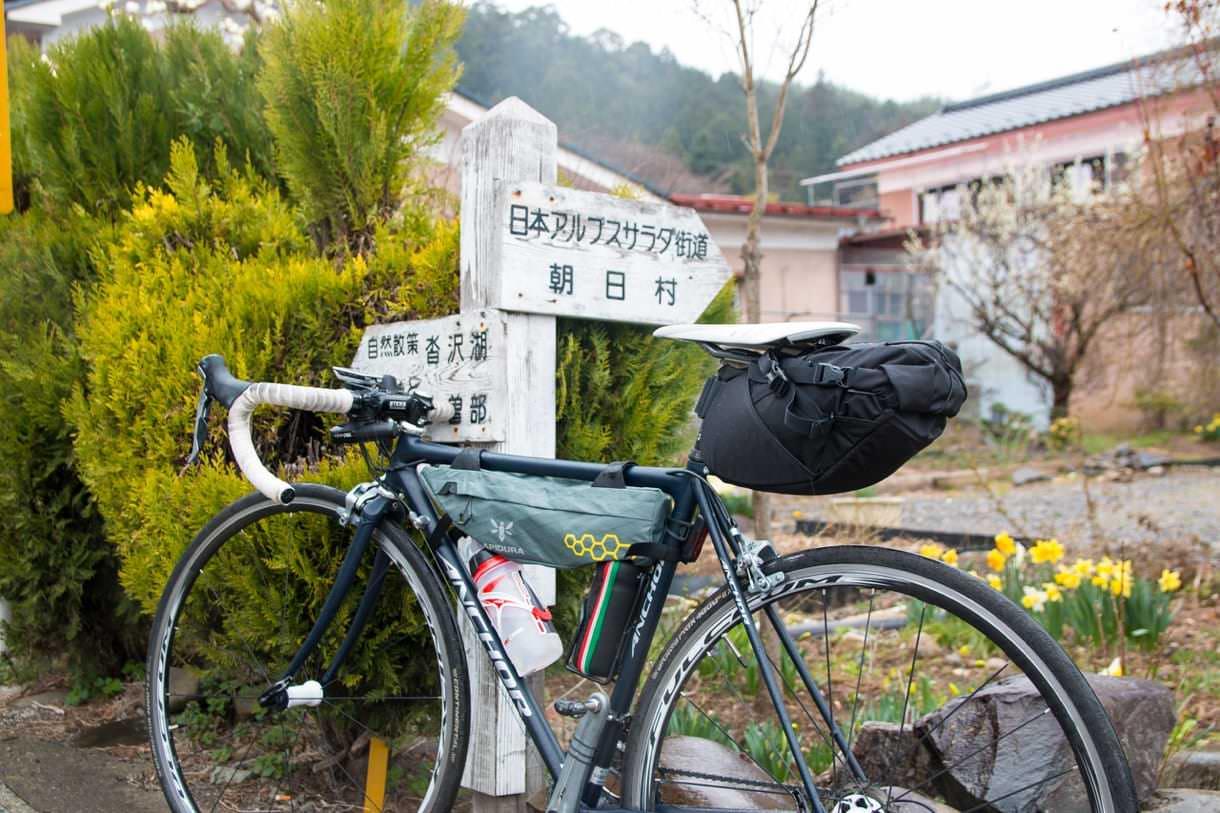 ロードバイクとサドルバッグ