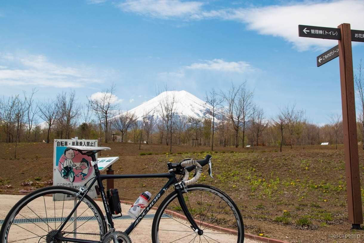 富士散策公園と富士山とロードバイク
