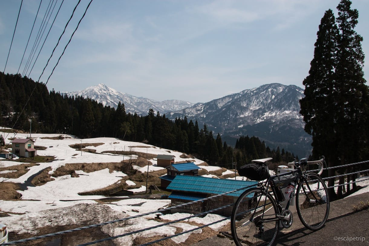雪景色とロードバイク