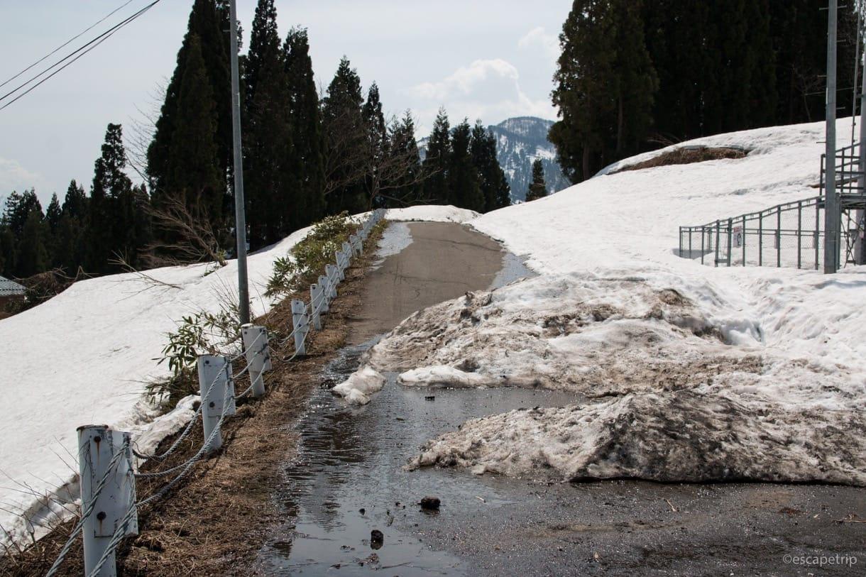 雪で進めなさそうな道