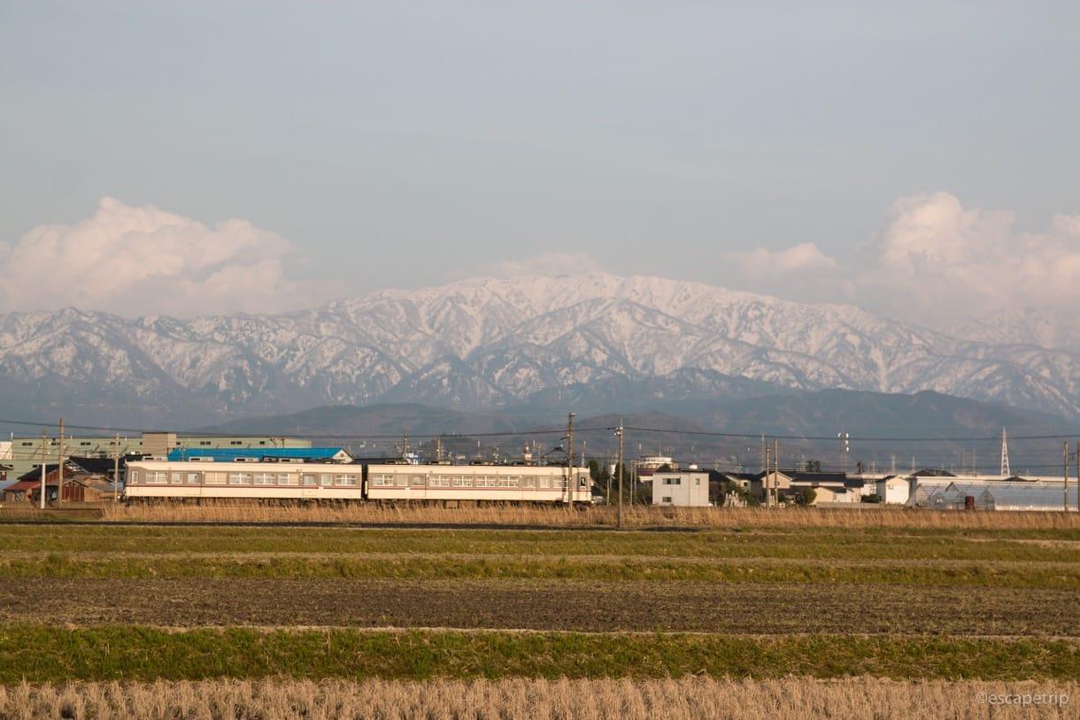 電車とアルプス