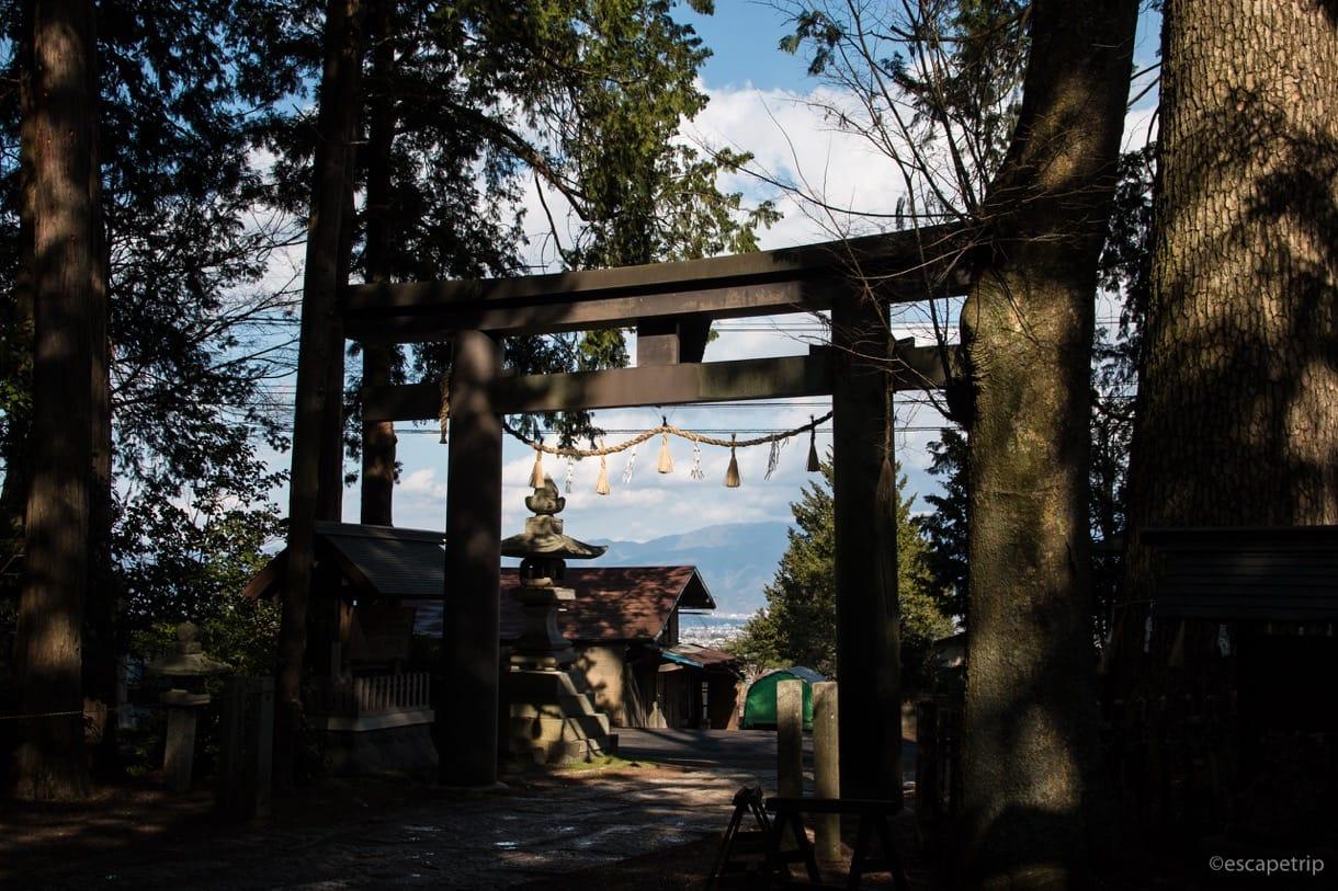 大宮熱田神社の鳥居の裏側