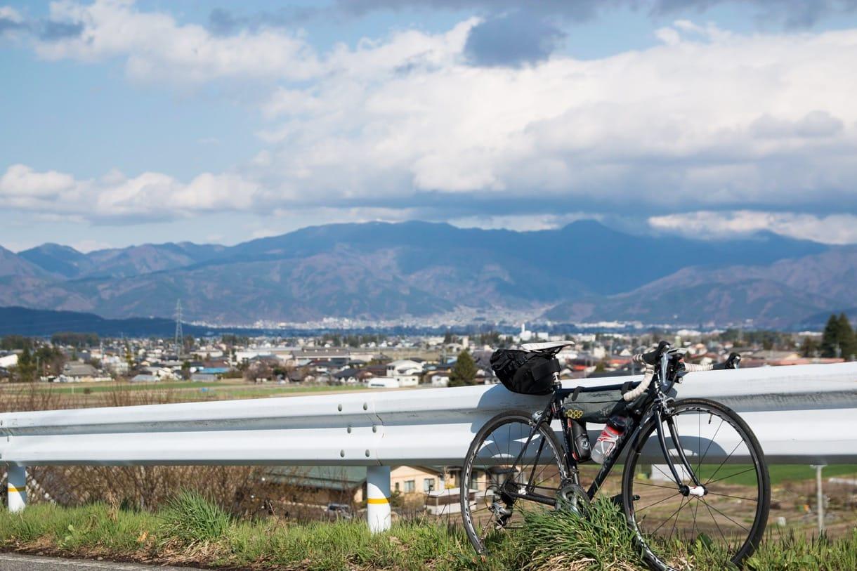 長野の山々とロードバイク