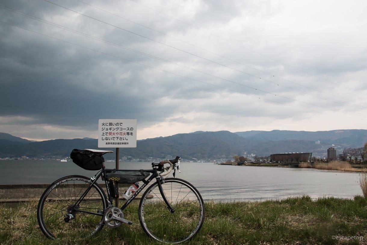諏訪湖とロードバイク