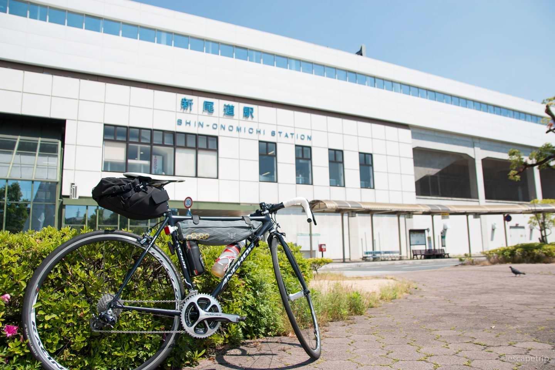 新尾道駅とロードバイク