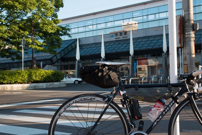 今治駅とロードバイク