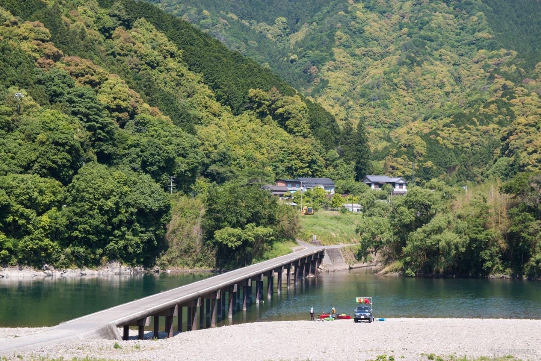夏の沈下橋