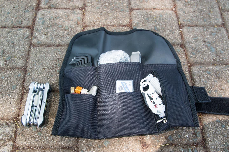 LEZYNEのサドルバッグに工具類を収納