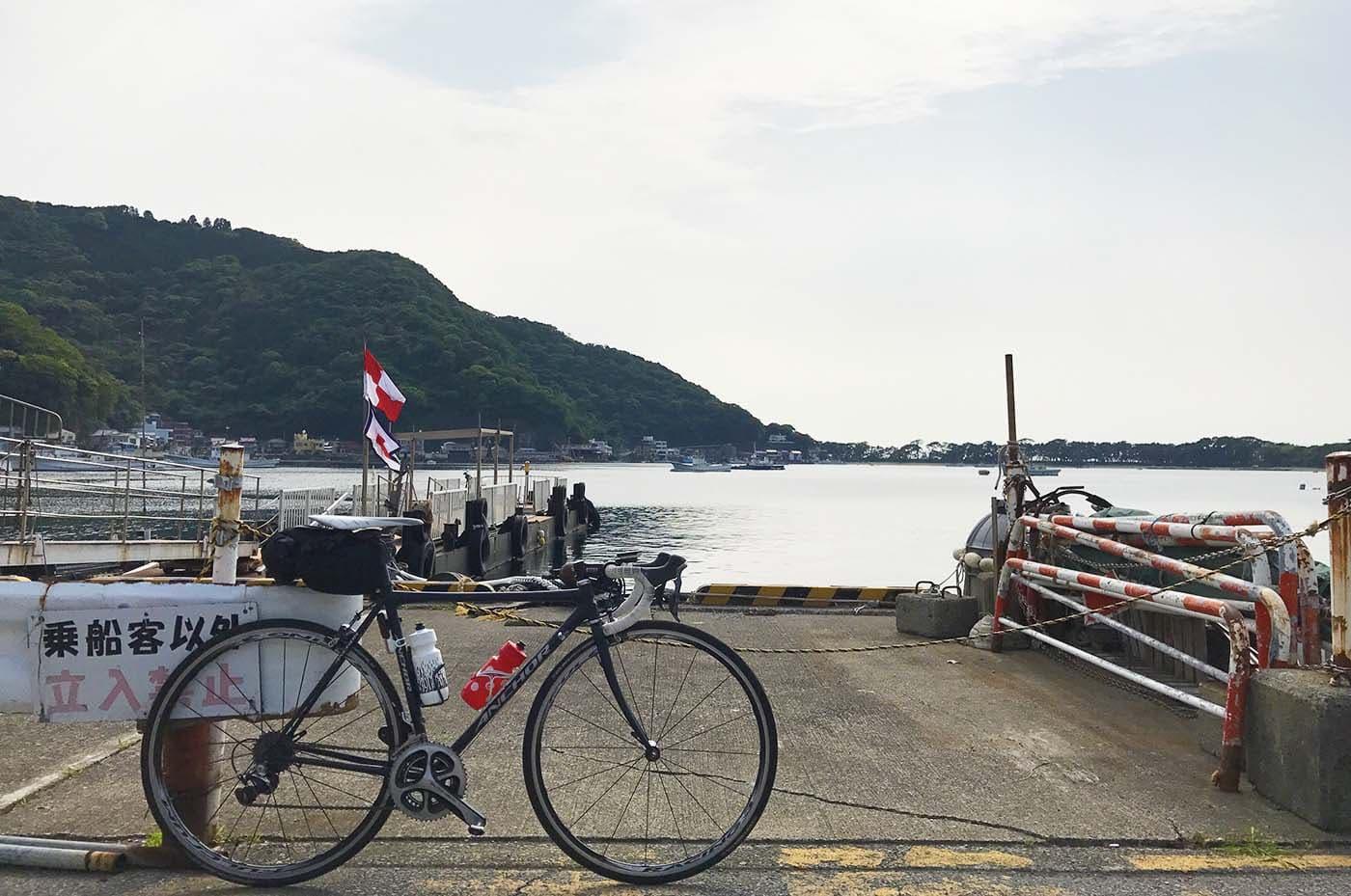 戸田港とロードバイク