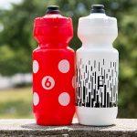「Twin Six」というブランドのボトル購入。独特の色使いとデザインがカッコよすぎて