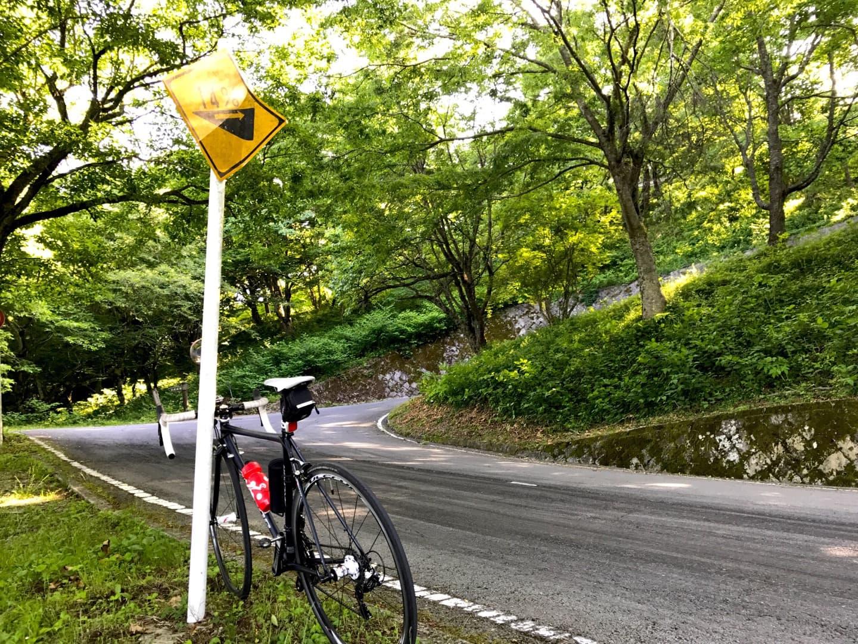 勾配14%の坂道をロードバイクで登る