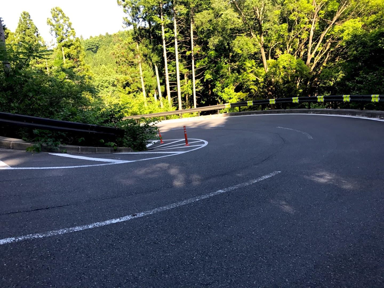 足柄峠の道路