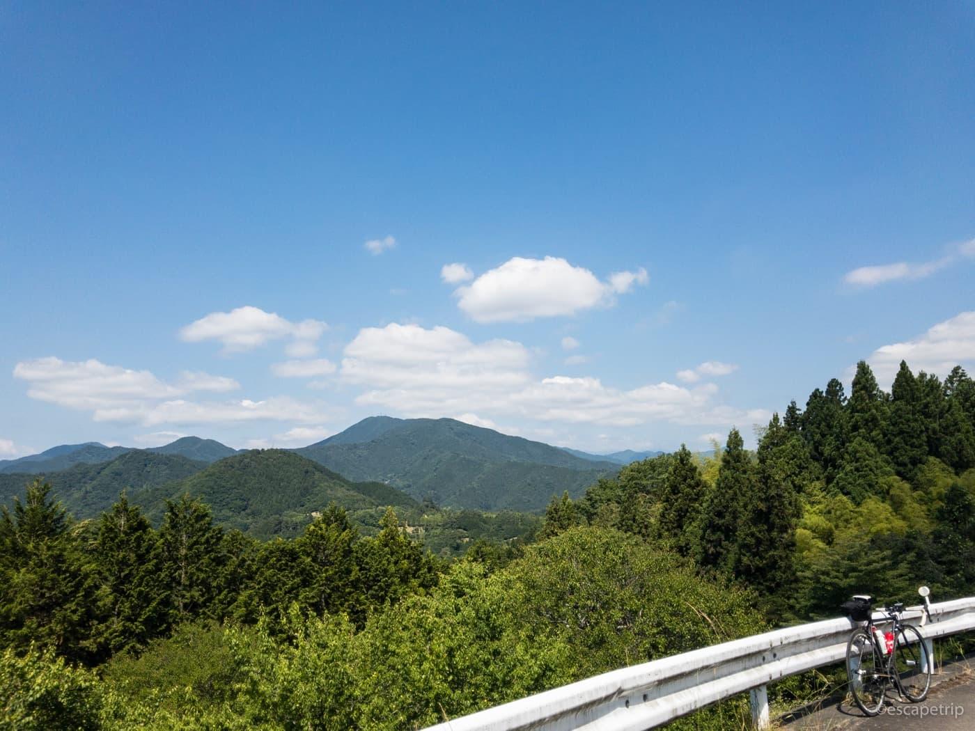 奥多摩方面から見える山々