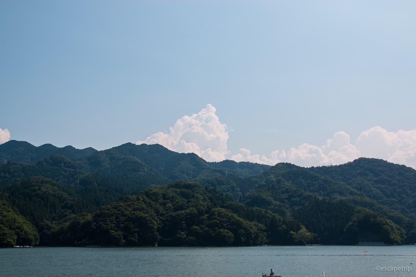 相模湖と入道雲