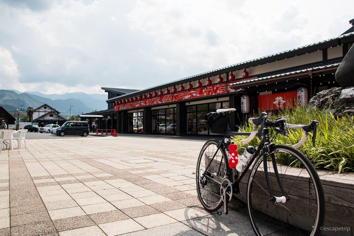 西武秩父駅とロードバイク