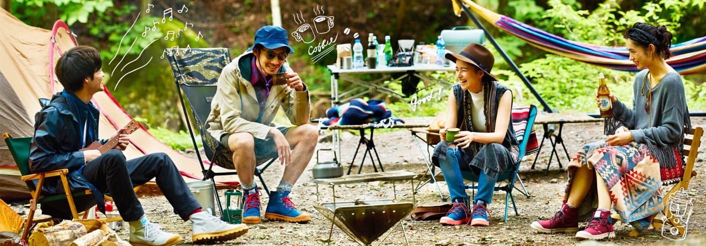 レインシューズとキャンプの画像