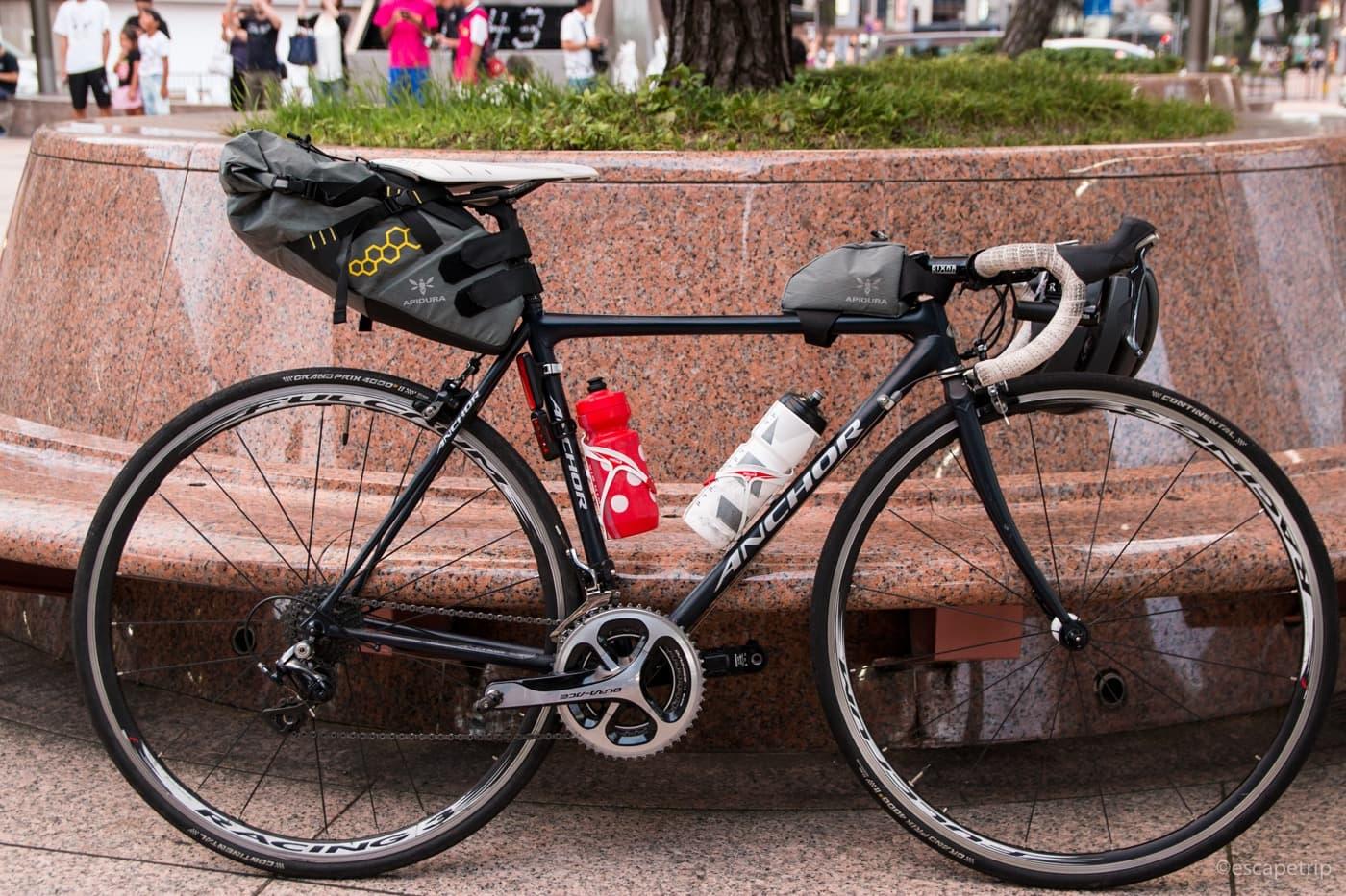 金沢駅とロードバイク