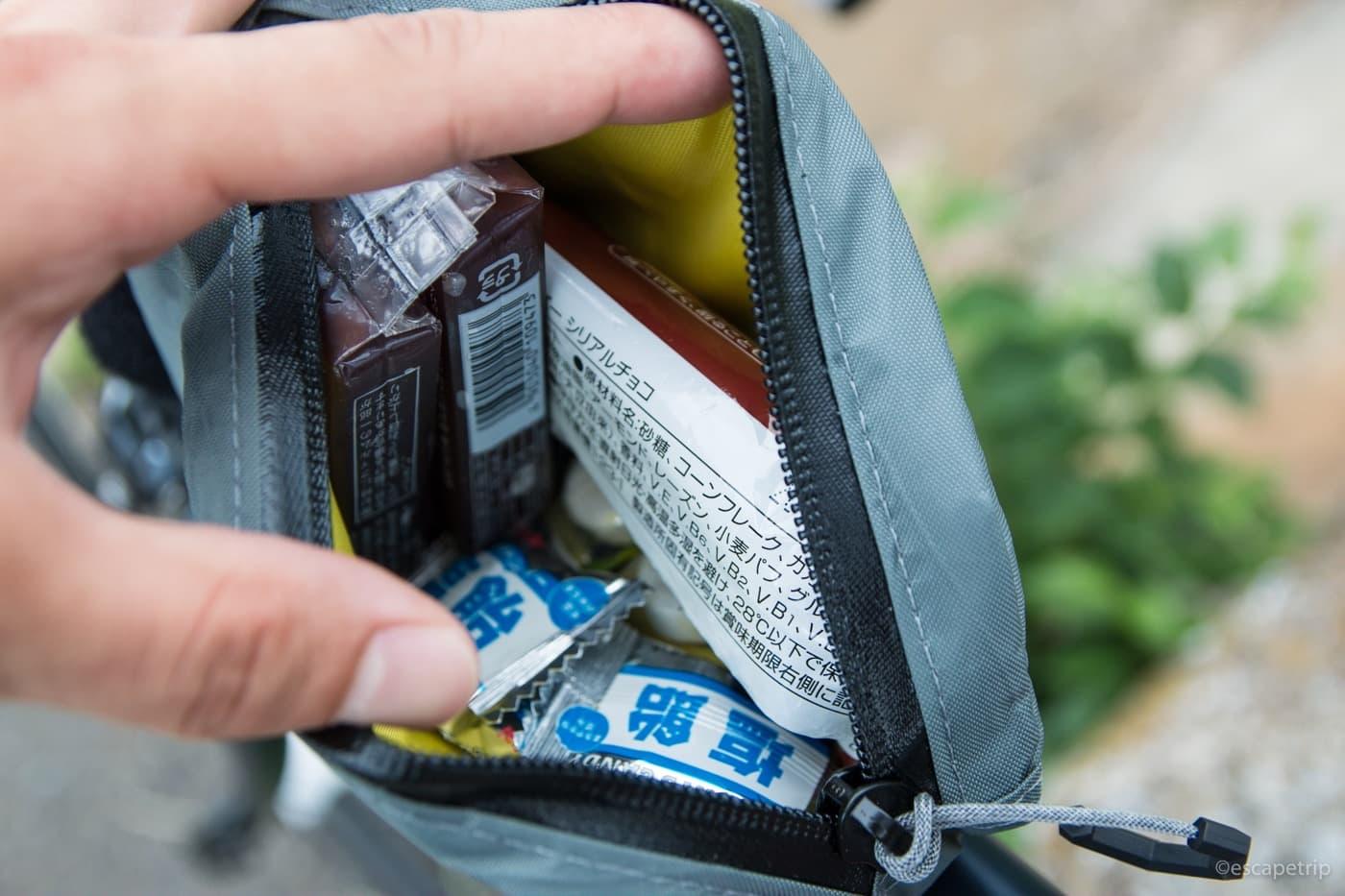 トップチューブバッグに補給食を入れたところ