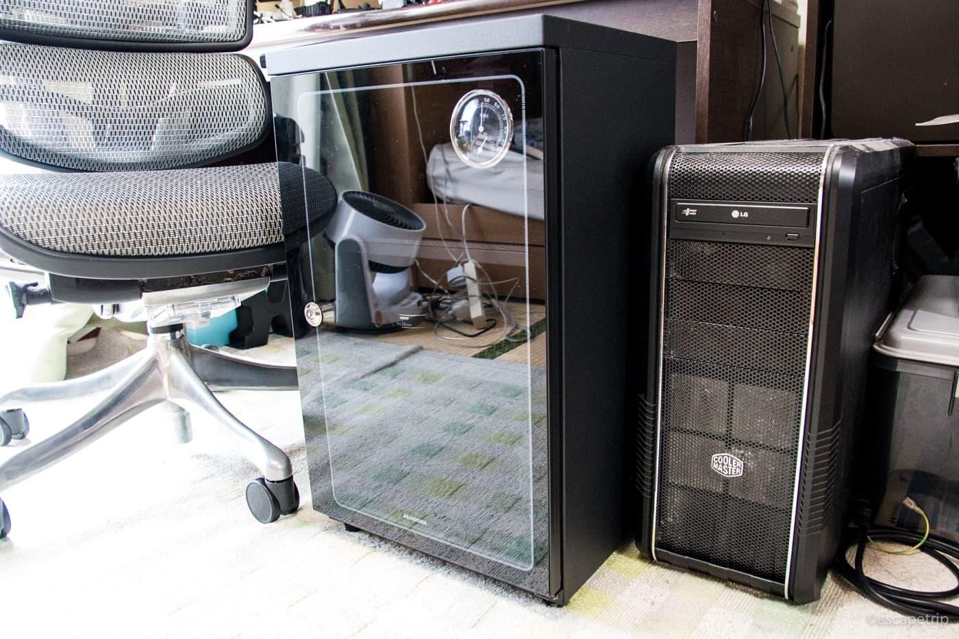 デスクトップPCと電子防湿庫の大きさ比較