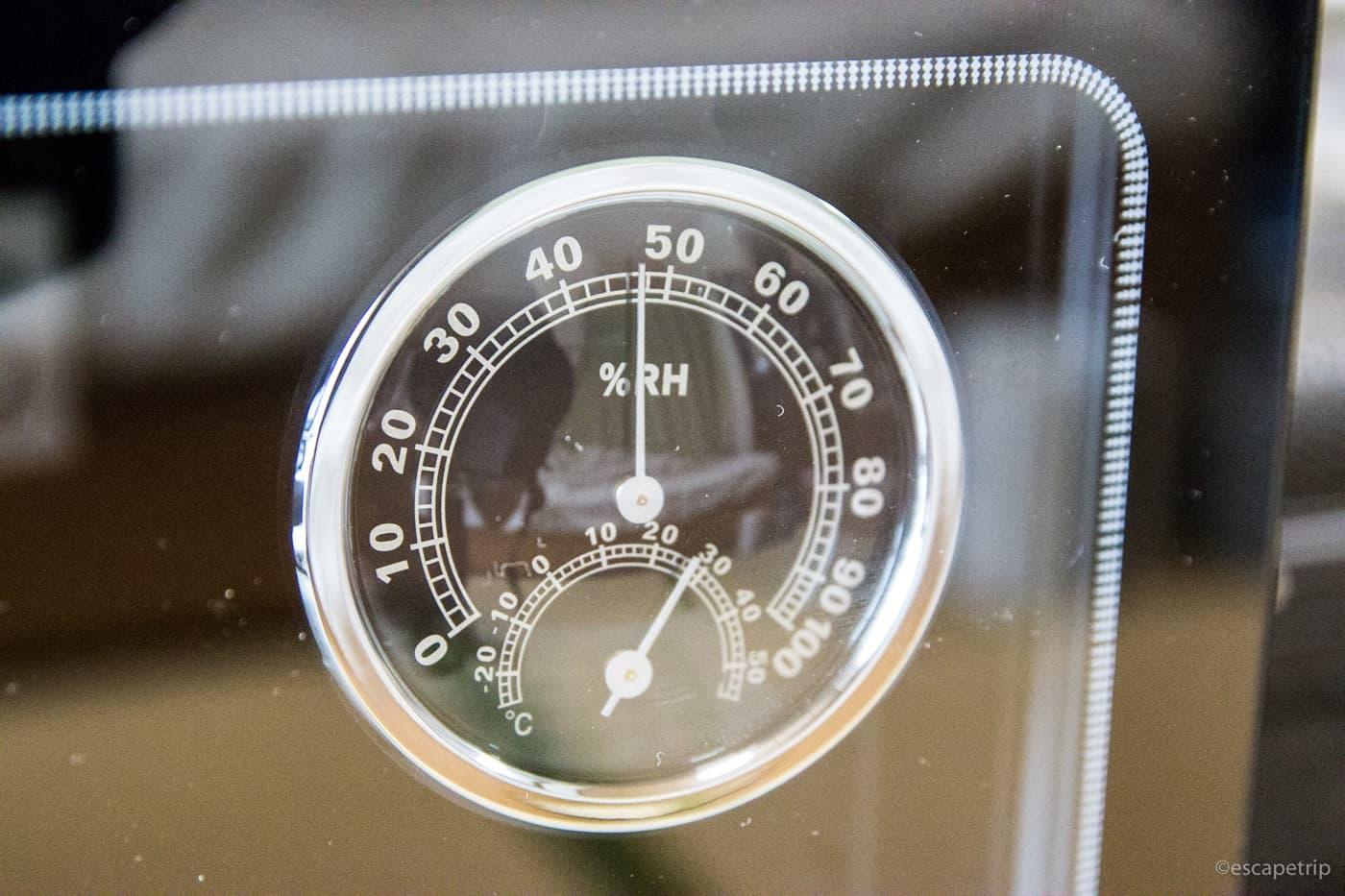 カメラ電子防湿庫の湿度計