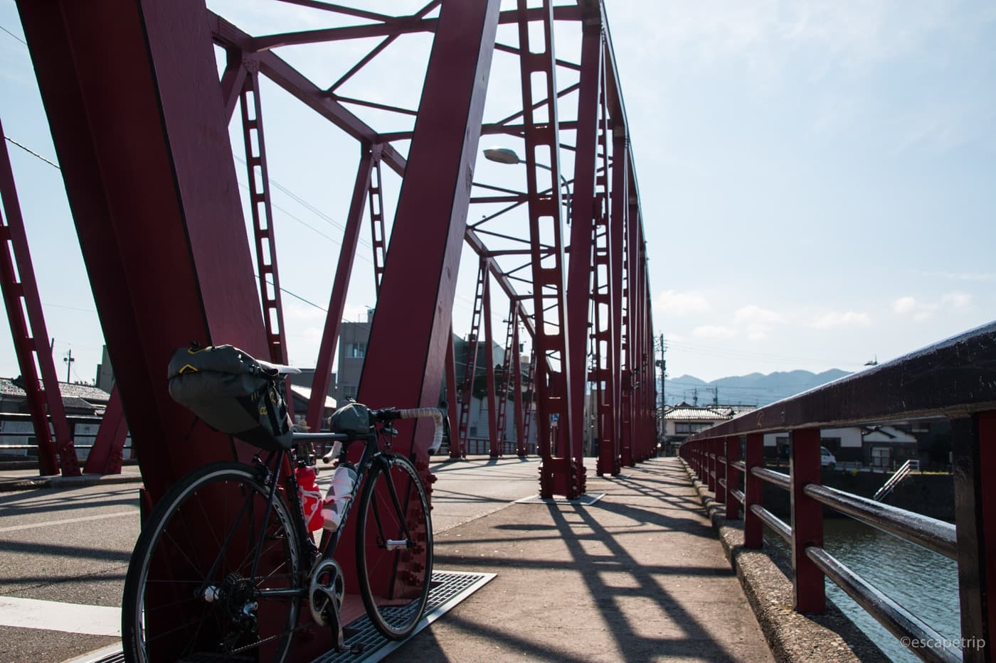 輪島の橋とロードバイク
