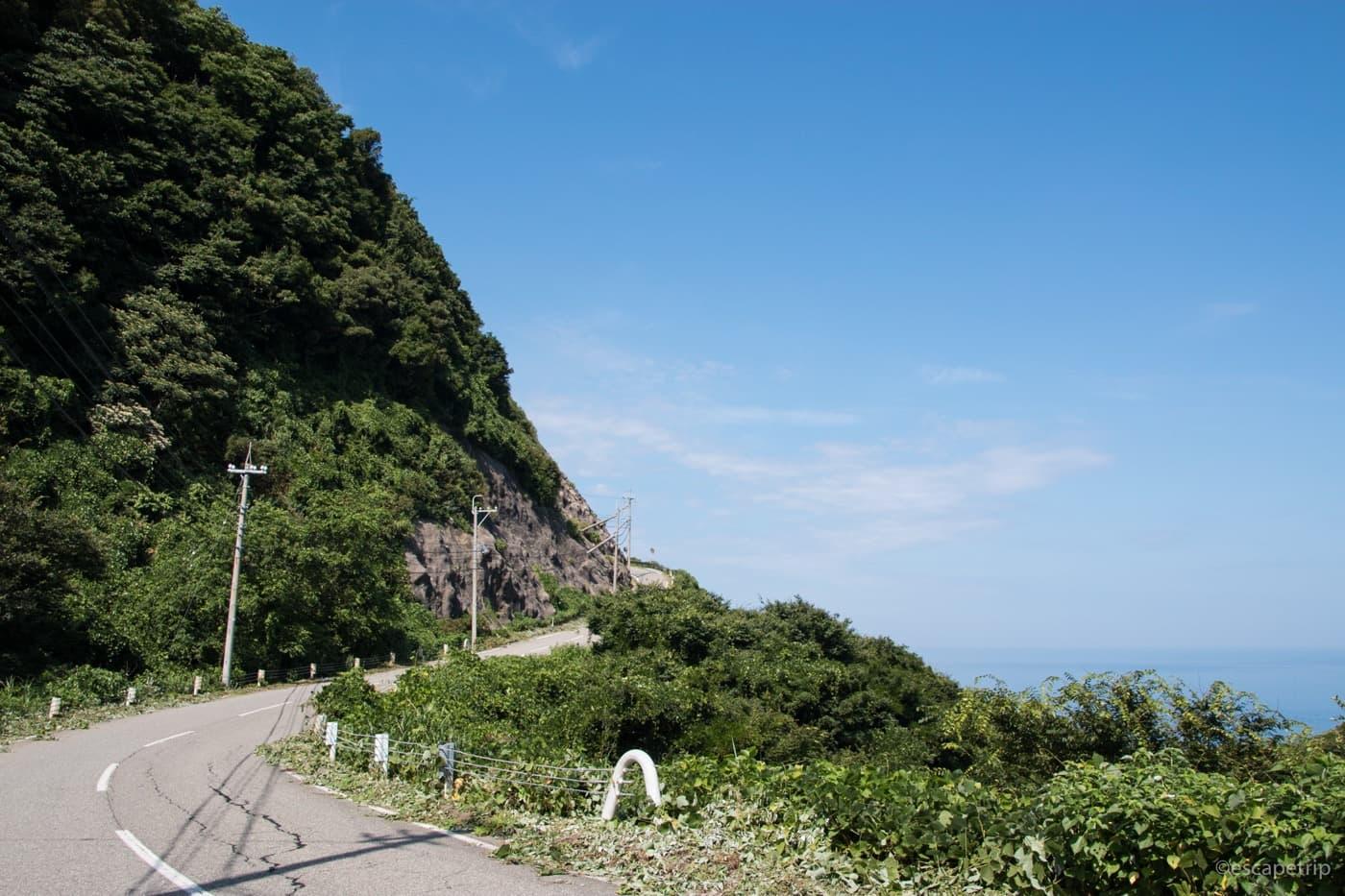 能登半島の海岸線の登り坂
