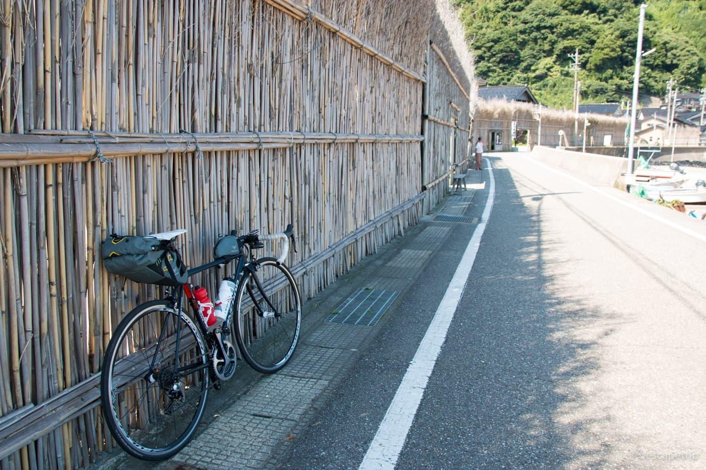 間垣とロードバイク