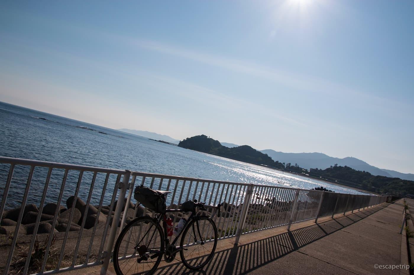 朝の輪島とロードバイク