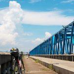 入道雲とロードバイク