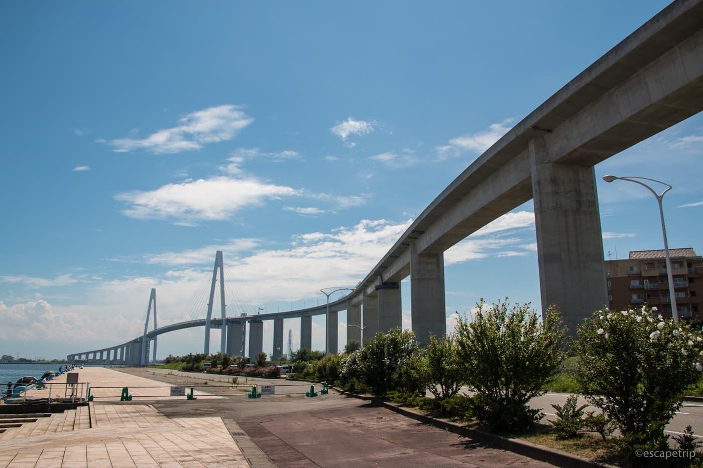 新湊大橋の外観