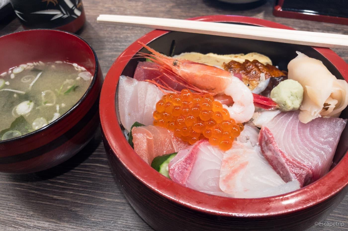 七尾の食祭市場の海鮮ちらし丼