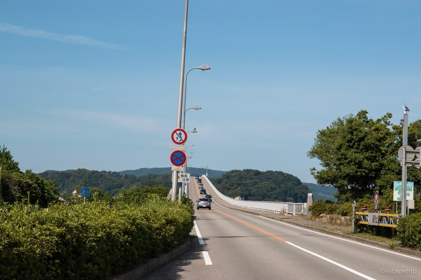 自転車で橋を渡って能登島へ