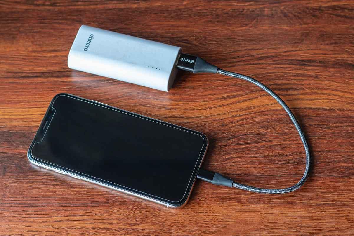 iPhone XSと小型軽量モバイルバッテリー