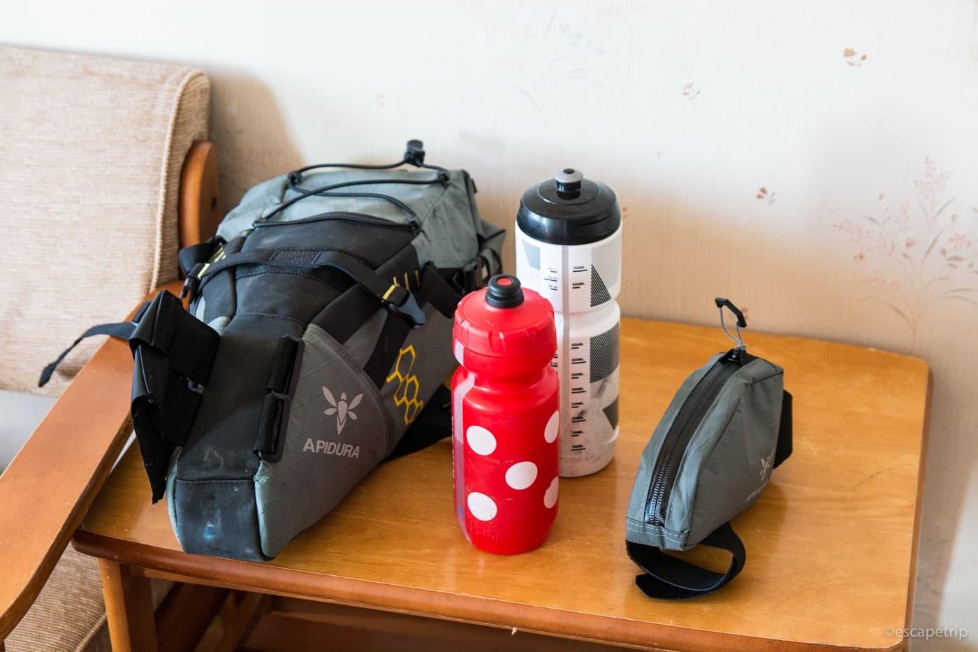 ロードバイク用のバッグとボトル