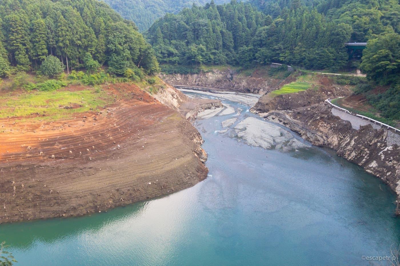 水が少ない宮ヶ瀬湖
