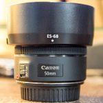 キヤノン50mm単焦点レンズのレンズフードのレビュー記事