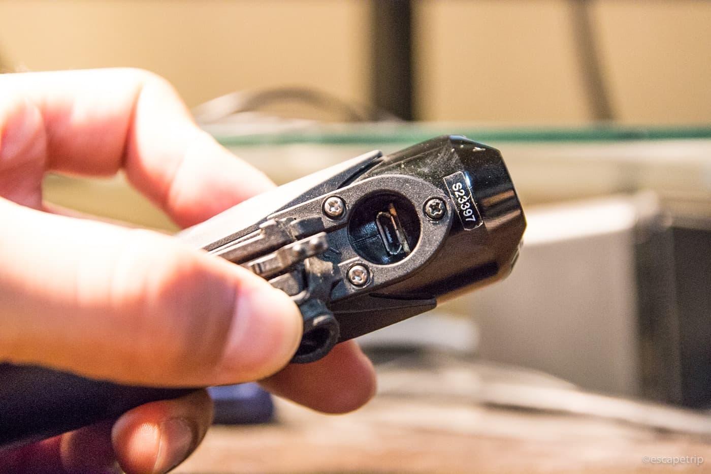 Volt400の土台を代用品のネジで固定