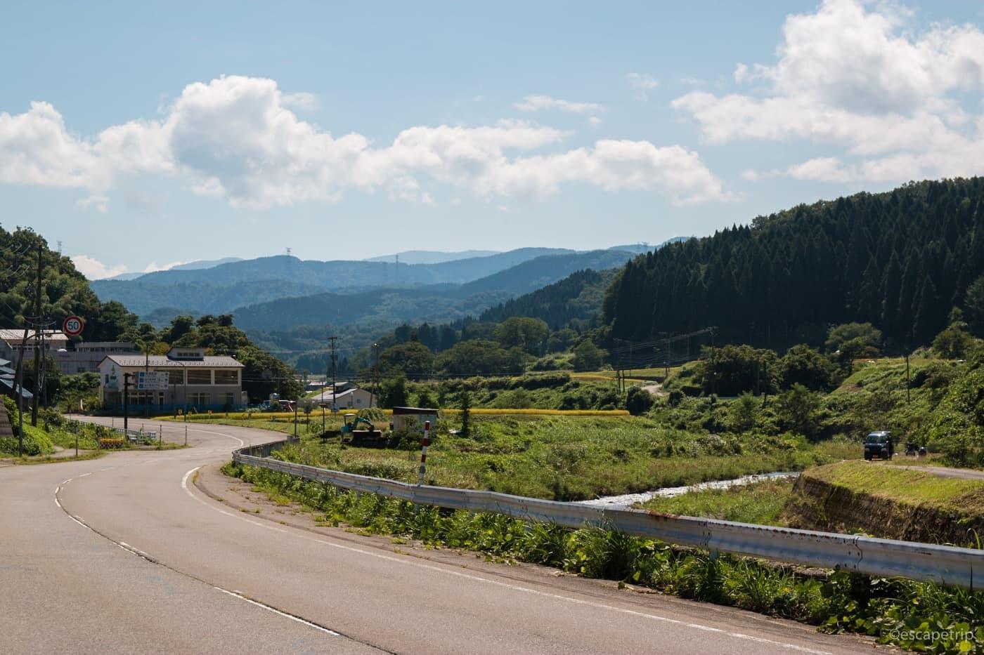 金沢市街から少し行くとこんな道