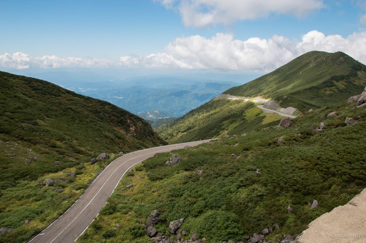 乗鞍岳と道路
