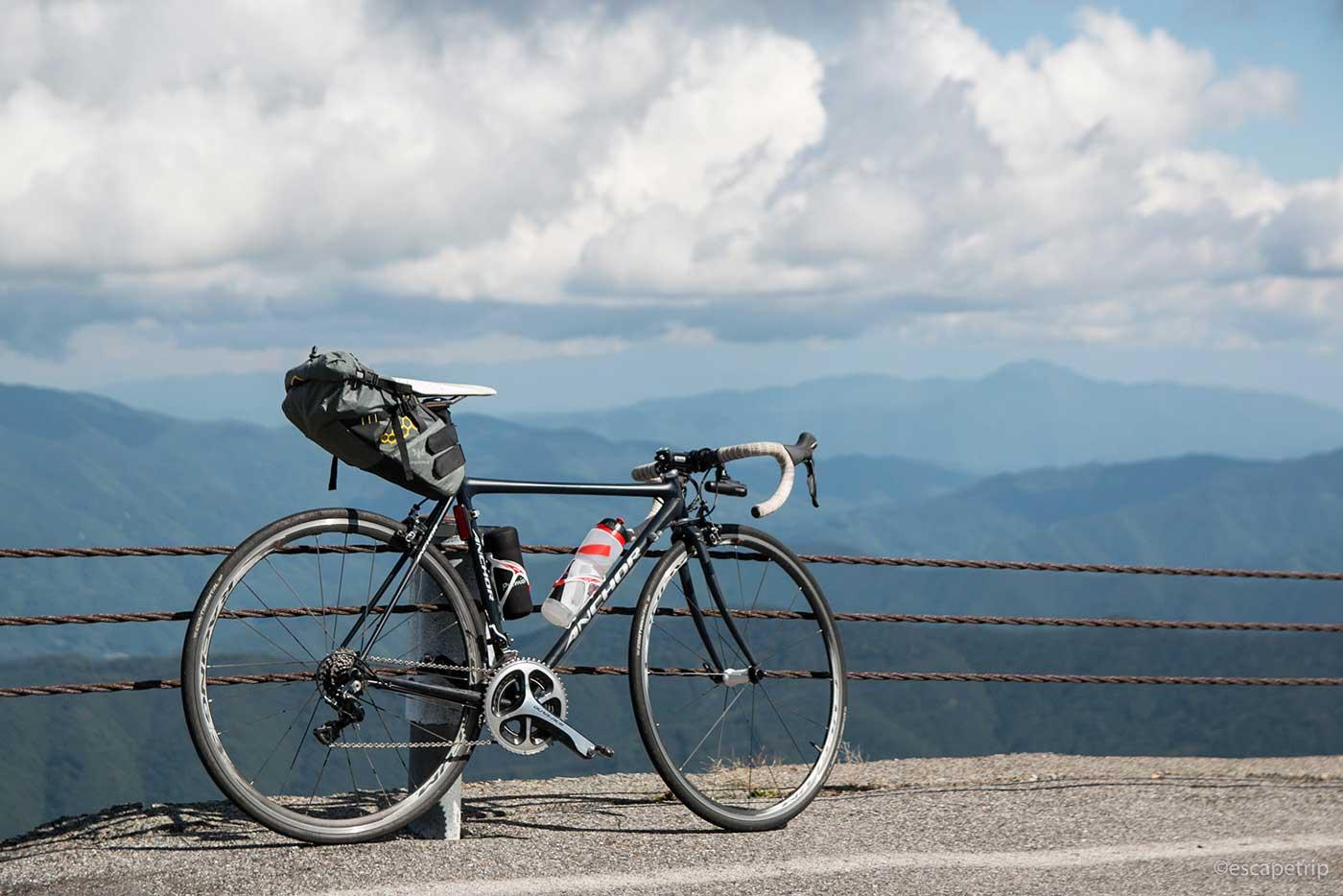 乗鞍岳とロードバイク