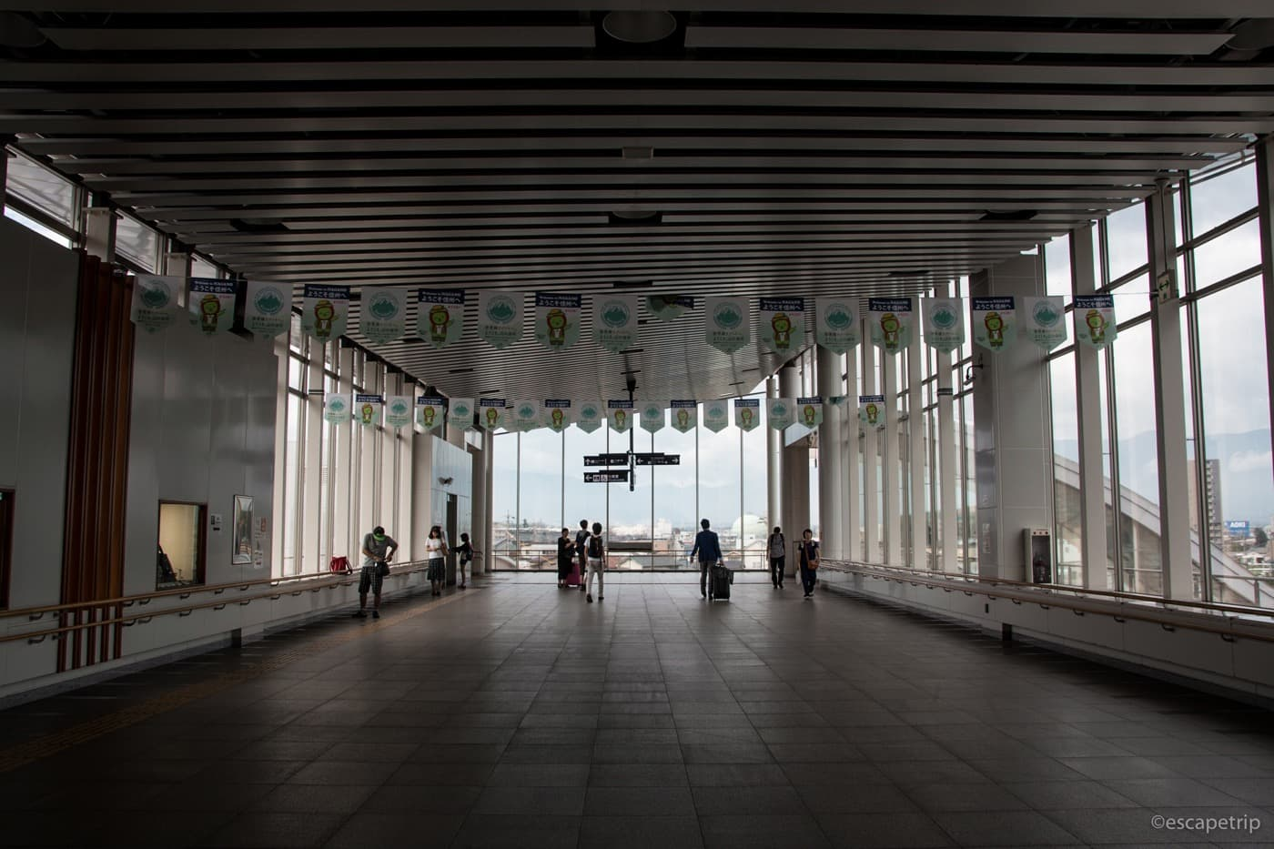 松本駅の構内