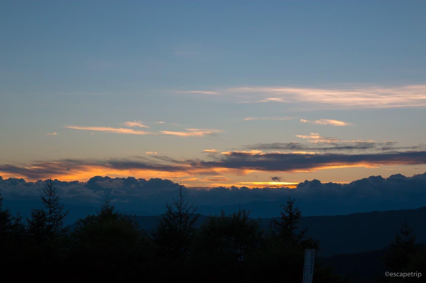 夕焼けの山々