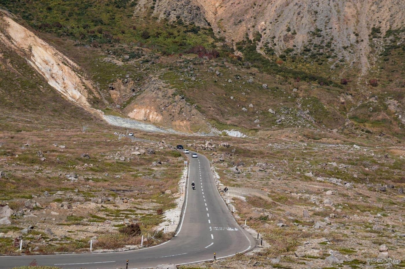 牧歌的な風景と道路