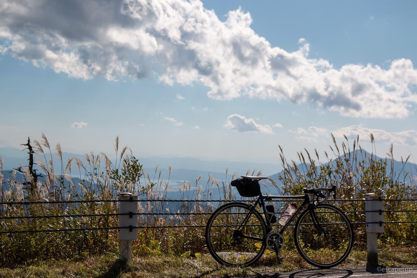 秋空とロードバイク