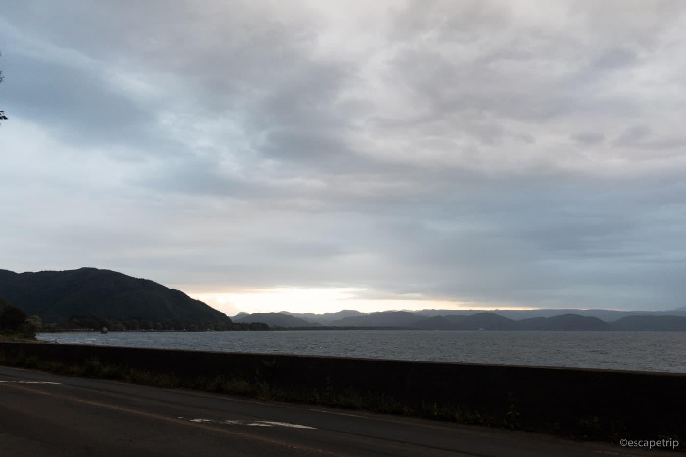 猪苗代湖と夕陽